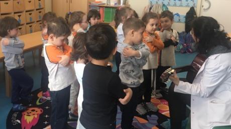 Mavişehir Okyanus Koleji Okul Öncesi Yunuslar Grubu Müzik Dersinde