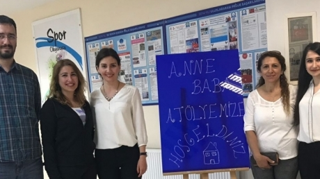 """Sancaktepe  Okyanus Koleji'nde """"Anne-Baba Atölyesi"""" etkinliği gerçekleştirildi."""