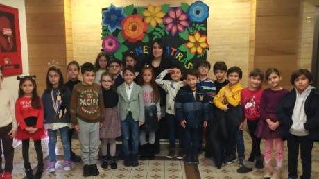 İlkokul Öğrenci Karne Sevinci Yaşıyor