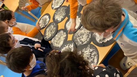 İncek Okyanus Anaokulu Öğrencileri Ay'ın Kraterleri Deneyi Yapıyor