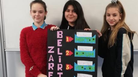 Lara Okyanus Koleji 7. Sınıf Öğrencilerimiz Türkçe Dersinde Zarflar Konusunu İşliyor