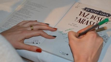"""""""Yaz, Düşün, Araştır"""" Kitabının Yazarı Ezgi BERK Adana Okyanus Koleji 2. Sınıf Öğrencileriyle"""