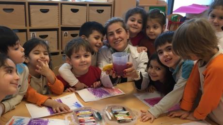 Bornova Okyanus Koleji Okul Öncesi Balıklar ve Yunuslar Sınıfı Deney Yapıyor