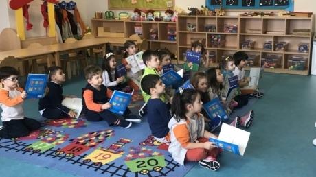 Çekmeköy Okul Öncesi Balıklar Grubu Öğrencileri İngilizce Dersinde
