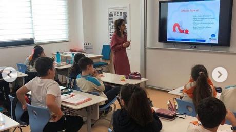 """Lara Okyanus Koleji' nde İlkokul Öğrencilerimize """"Akran Zorbalığı"""" Konusu Hakkında Sunum Yapıldı"""