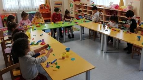 Sancaktepe Okyanus Koleji Okul Öncesi Çiçekler Grubu Öğrencileri Sanat Etkinliğinde