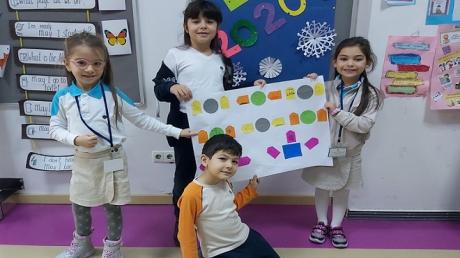 1-E Sınıfı Öğrencileri Türkçe Dersinde Eş Sesli Kelimeler Adlı Etkinliği Yaptılar